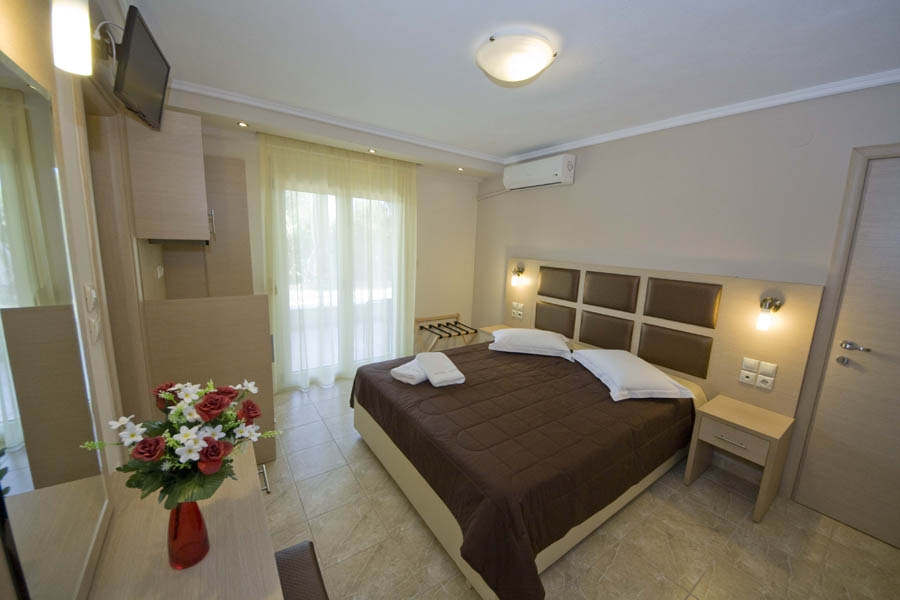 2 Space Apartment 1st Floor, Gaia Nea Plagia: Halkidiki studios rooms hotels